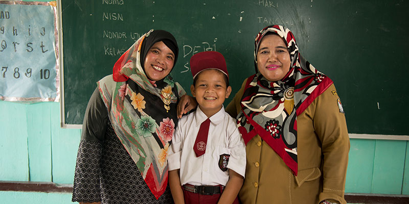 Deri poses with his teachers